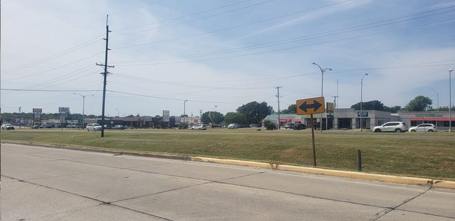 The Ardmore City Commission approved an agreement for engineering services for a plan to construct a new storm sewer on North Commerce between 6th and 9th Avenues NW.