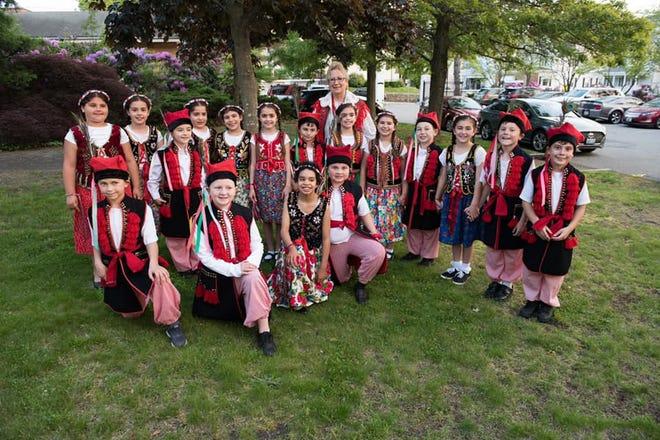 Młodzi polscy tancerze ze Szkoły św. Stanisława występują na Festiwalu Rodziny św. Stanisława 2019.