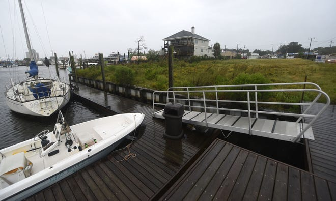 A developer is looking to build 36 condos along the water close to the Carolina Beach Municipal Docks at 402 N Lake Park Blvd in Carolina Beach, N.C., Tuesday, September 21, 2021. They received an extension to a special use permit that was approved for the project in 2019. MATT BORN/STARNEWS