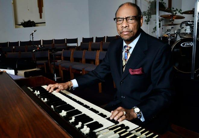 Hi Rhythm organist, the Rev. Charles Hodges.