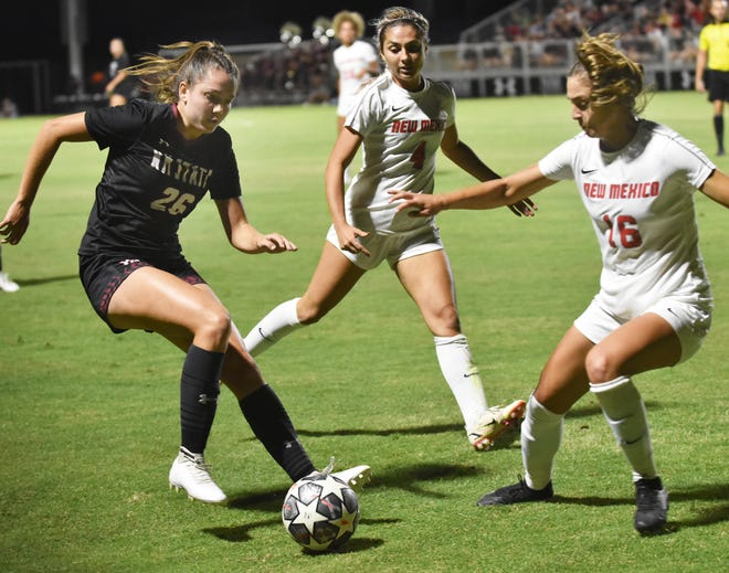 Kaitlynn Melton (left) attempts to get past the UNM defense in the second half of their matchup on Thursday night.
