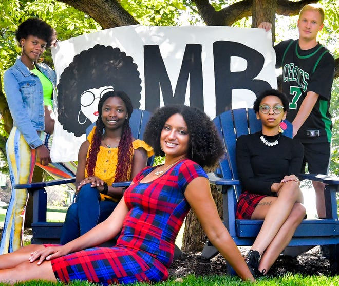 Members of Owning My Blackness, a mentorship network for black students, gather at York College campus Monday, Sept. 20, 2021. The York College students are, from left, China Robinson, Sarah Goodman, founder Briaunna Embrey-Banks, Charlee Williams and Erik Frennborn. The organization currently has about 60 members at York College and York Suburban High School. Bill Kalina photo