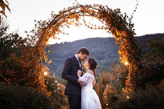 O Imperfectly Perfect Wedding and Events foi fundado no ano passado durante a pandemia.  A proprietária Nadia Sorvelo diz que adora dar vida à visão deles.