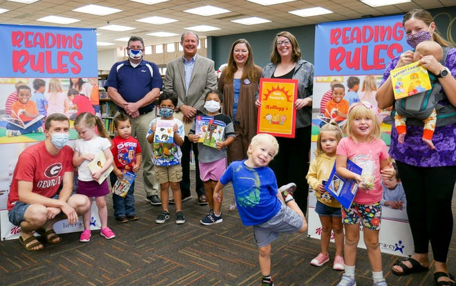 United Supermarkets and Kellogg's on Friday teamed up to donate 1,000 books to Literacy Lubbock for their children's programs.