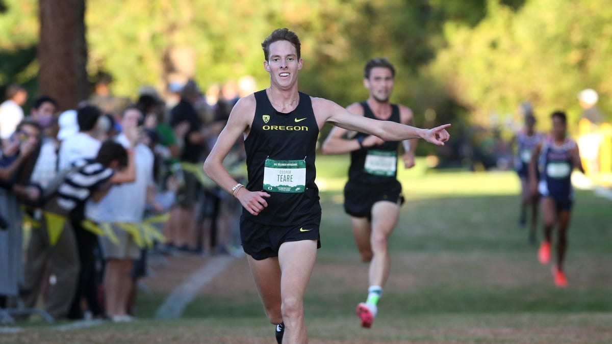 Oregon NCAA champ Cooper Teare marks his return to cross country with a victory