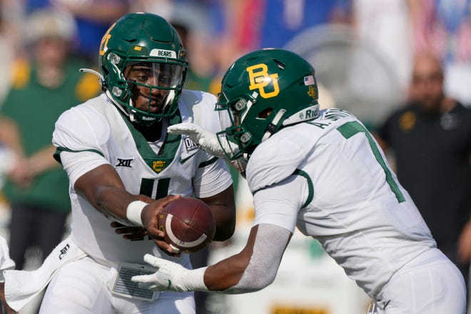 Baylor quarterback Gerry Bohanon (11) hands the ball to running back Abram Smith (7) during the second half against Kansas.