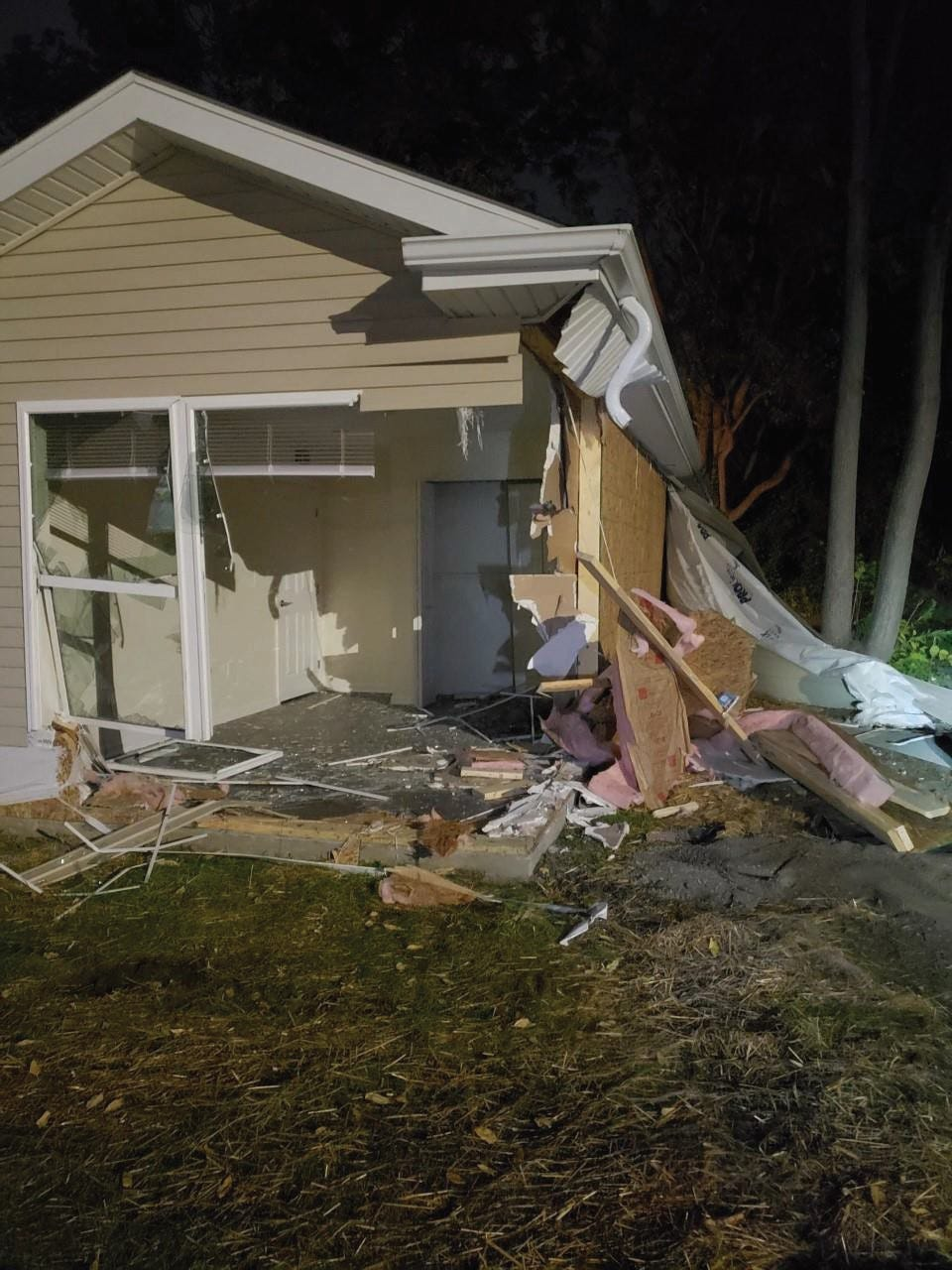 $1K reward for tips to find driver who plowed into Pontiac house