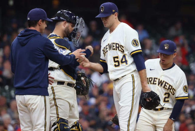 Brewers manager Craig Counsell pulls relief pitcher Jake Cousins  after he got just one out in the seventh inning Thursday in a loss to the Cardinals.