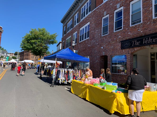 Downtown Gardner hosted the annual Fabulous Fall Festival and Sidewalk Sale on Sept. 25.
