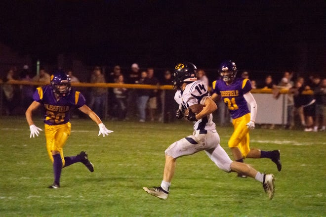 Hillsdale running back Stephen Petersen (#14) scored 4 touchdowns in the game.