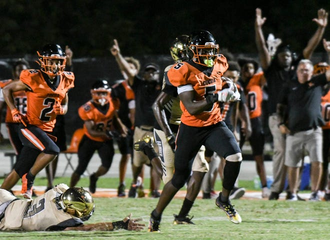 OJ Ross scores a TD for Cocoa during the game against Treasure Coast Friday, Sept. 24, 2021. Craig Bailey/FLORIDA TODAY via USA TODAY Network.