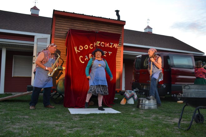 """A scene from """"Arla Mae's Booyah Wagon"""" play at the Downtown Square"""
