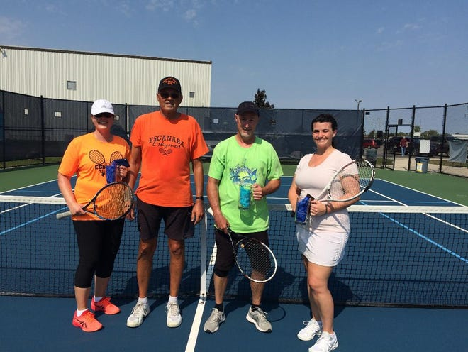 Left to right: Tamara Mankiewicz, Tom Penegor (2nd place champs), Bob Merry, Tiffany Yarrington (1st place champs)