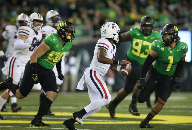 The Oregon defense flushes Arizona quarterback Jordan McCloud out of the packet during the second half.