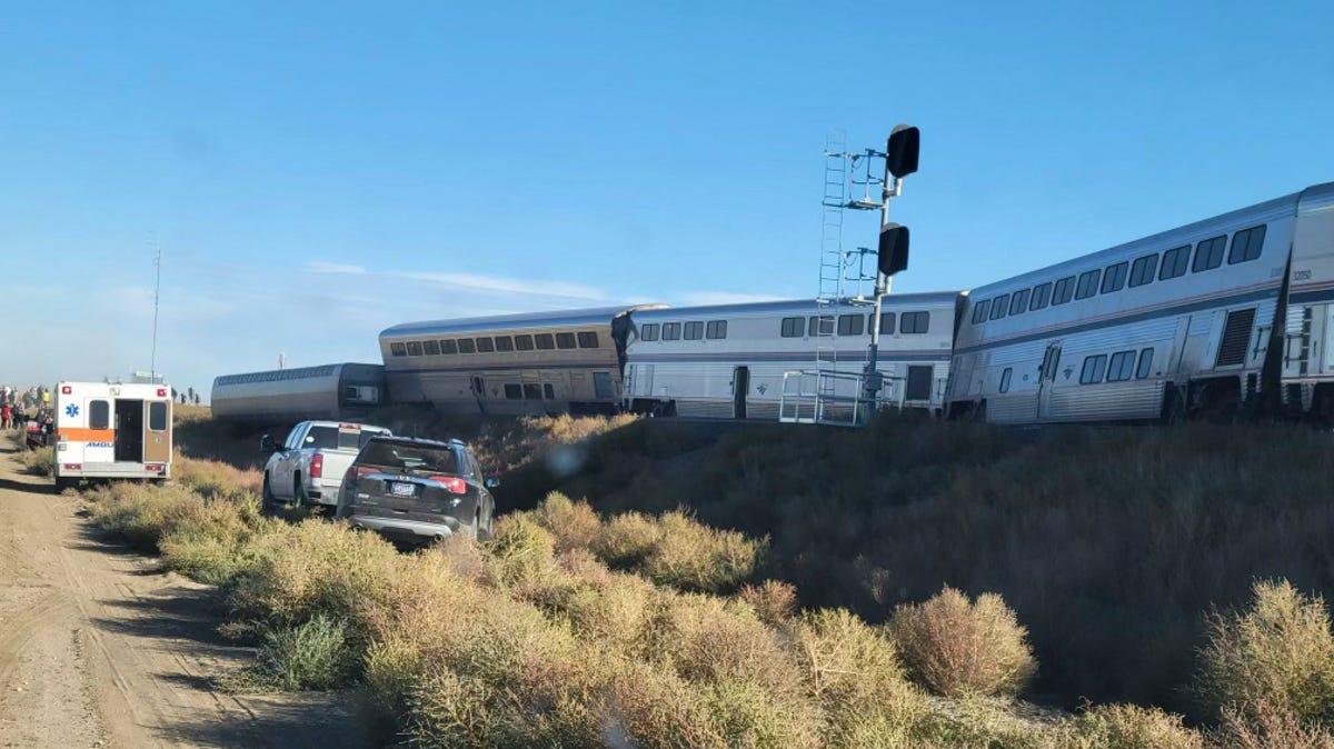 Feds investigate Amtrak derailment that killed 3, hospitalized 7 3