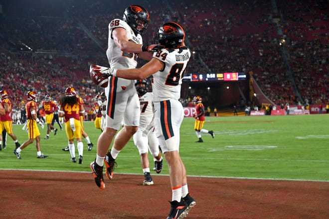 Sep 25, 2021; Los Angeles, California, USA; Oregon State Beavers tight end Teagan Quitoriano (84) is congratulated by tight end Luke Musgrave (88) after scoring a touchdown in the first half of the game against the USC Trojans at United Airlines Field at Los Angeles Memorial Coliseum. Mandatory Credit: Jayne Kamin-Oncea-USA TODAY Sports