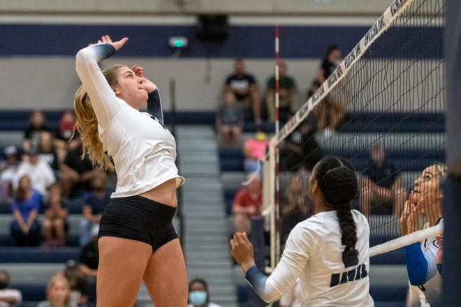 Hendrickson outside hitter Ella Wendel and the Hawks swept Weiss Friday in a showdown for the top spot in District 18-5A. Hendrickson, the No. 5 team in the state, has yet to drop a district match entering this week.