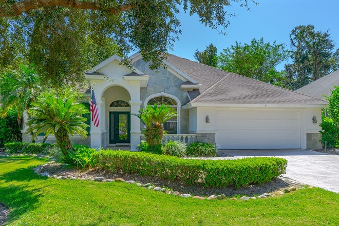This well-loved home in the gated community of Kings Crossing is centrally located in the heart of Ormond Beach.