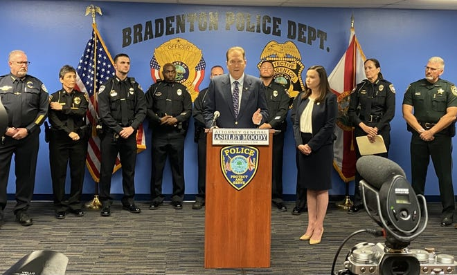 U.S. Rep. Vern Buchanan discusses his Thin Blue Line Act at a press conference Monday at Bradenton Police Department. He was joined by Attorney General Ashley Moody and several law enforcement officers.