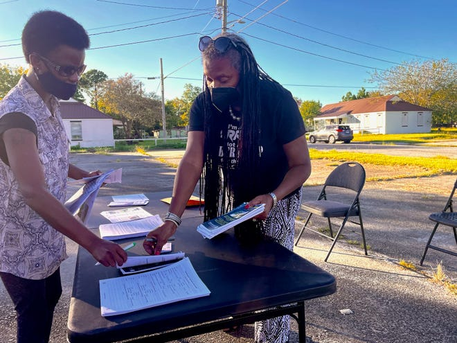 District 1 alderwoman Bernetta Lanier, right, passes out fliers on affordable housing to a Clearview resident at a neighborhood meeting on Sept. 24, 2021