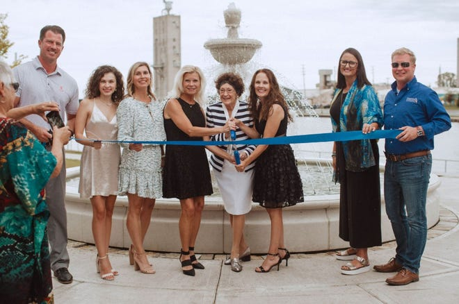 The city held a ribbon-cutting for the new Jean & Sandy Wolfmeyer Tribute Fountain in downtown Manitowoc Sept. 17. Pictured from left: Nick Mueller, City of Manitowoc; Taylor Fote; Julie Nolden; Paula Feest; Jean Wolfmeyer; Terri Fote; Kris Akgulian; Manitowoc Mayor Justin Nickels.