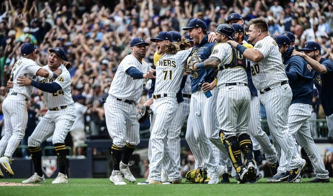 Milwaukee Brewers players celebrate clinching the NL Central Division after beating the New York Mets at American Family Field on Sept. 26, 2021.