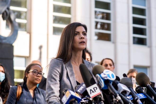 Luật sư Hoa Kỳ Jacquelyn Kasulis phát biểu trước báo giới về bản án có tội dành cho ca sĩ R. Kelly tại Tòa án Liên bang Brooklyn vào ngày 27 tháng 9 năm 2021, ở Thành phố New York.