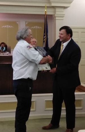 Chief Kyle Bush was recognized by Mayor Rick Allen for his years of dedicated service.