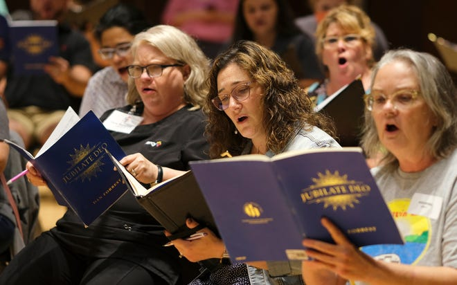 """Trenes de Canterbury Voices """"Canta a Dios con gozo"""" Trabajo coral para el compositor Dan Forrest, en la Universidad de Oklahoma City el lunes 27 de septiembre de 2021."""