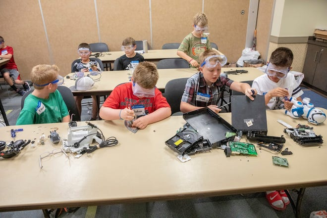 """Students working during """"Camp Invention"""" summer camp in 2019 at S&T. Photo by Tom Wagner, Missouri S&T."""