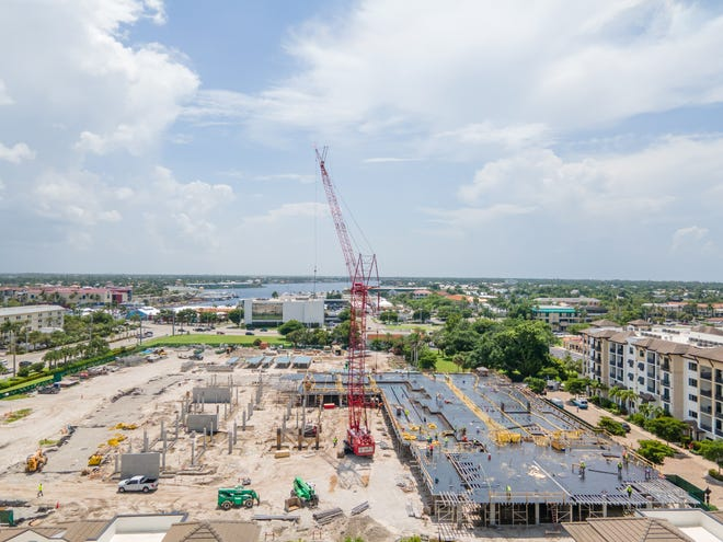 The Ronto Group reported that construction of its Quattro building at Naples Square is progressing as planned.  Quattro is the fourth building at Naples Square, a walkable/bikeable community being developed by Ronto at 5th Avenue South and Goodlette-Frank Road in downtown Naples.