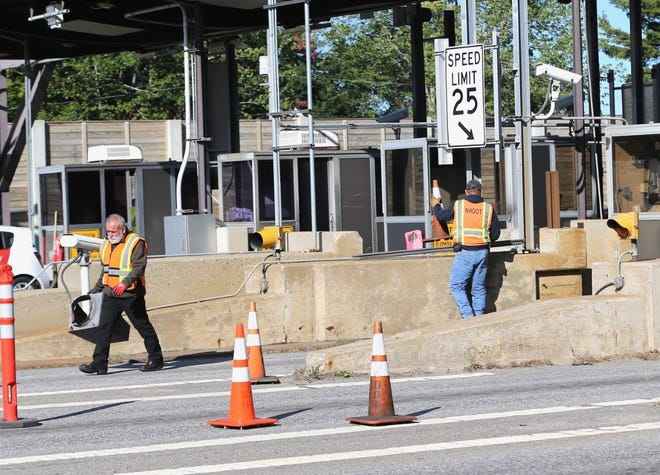 An accident shut down part of the Spaulding Turnpike and Dover Tollbooth early Wednesday morning on Sept. 29, 2021.