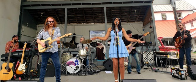 The Linda Ronstadt Experience with American Idol star Tristan McIntosh will perform at 8 p.m. Friday, Oct. 15, at Unity Hall in Barneveld.