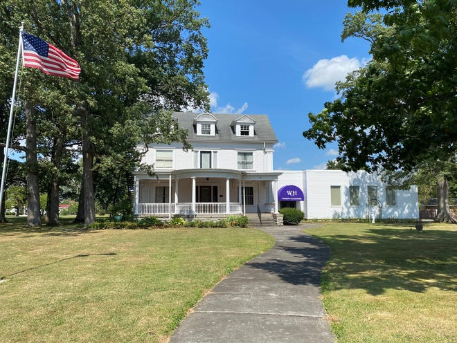 The Women's Club home was donated to the Marion County Federation of Women's Clubs in 1945. Club meetings began in the home in 1905 after it was built by Shauck Elah Barlow and Ida Harsh Barlow.
