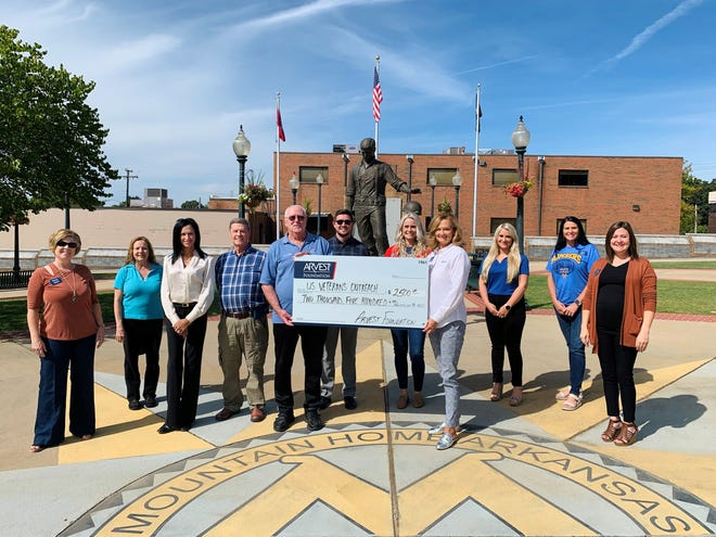 The Arvest Foundation recently made a $2,500 donation to the Ozark Community Foundation Inc. to assist veterans with their mental health needs. Shown above are, left to right, Shelly Hill, business development representative, Arvest; Donna Hall, vice commander, DAV Chapter 30 Auxiliary; Suzanne Sampson, volunteer marketing director, DAV Chapter 30; George Wolford, Ph.D., vice commander, DAV Chapter 30; Dan Hall, commander DAV Chapter 30; Clint Morris, client advisor, Arvest Wealth Management; Karolyn Ziemer, mortgage loan manager, Arvest; Sally Gilbert, Mountain Home community president, Arvest; Malori Dollard, mortgage lender, Arvest; April Rosa, Arvest Private Banking; and Tianna Piland, client advisor, Arvest Wealth Management.
