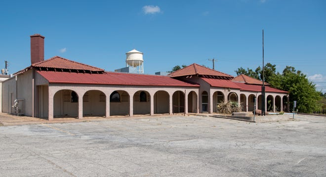The Cantu family of Wichita Falls is donating the old El Mejicano Restaurant to a local church.