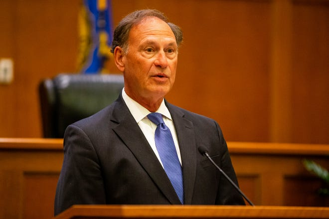 """U.S. Supreme Court Justice Samuel Alito addresses the crowd during the """"The Emergency Docket"""" lecture Thursday in the McCartan Courtroom at the University of Notre Dame Law School in South Bend."""