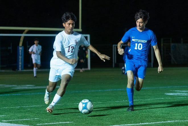South River and Metuchen boys soccer teams played at Metuchen High School on Sept. 29, 2021.