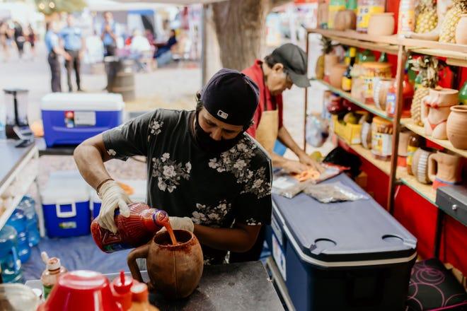Satıcılar, 29 Eylül 2021 Çarşamba günü Doña Ana County'deki Güney New Mexico Eyalet Fuarı ve Rodeo'da sıraya giriyor.