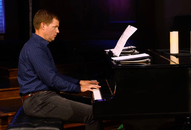 El compositor Dan Forrest estará acompañado por los sonidos de Canterbury en el piano, mientras que el Coro de la Ciudad de Oklahoma presentará una selección de sus obras en concierto el 10 de octubre en el Civic Center Music Hall.