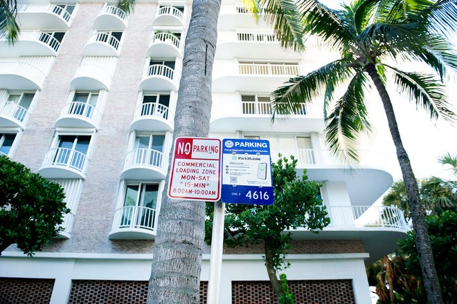 New parking rules are in effect in the 100 block of Worth Avenue in Palm Beach.