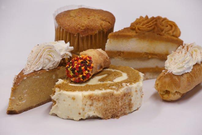 La pastelería Borelli ofrece una variedad de favoritos con sabor a calabaza, como tarta de queso de calabaza, cannoli, rollo de calabaza, muffin, tiramisú y canutillos.