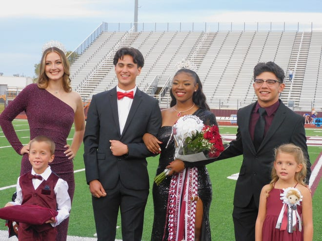Senior Jaleah Harris was crowned last week as the 2021 Ennis High School Homecoming Queen. Jaleah is the daughter of James Harris and Funtesia Smith. She was escorted by Zabian Zuniga. She has been a part of the Ennis Lionettes for 2 years, and has served this year as Head Squad Leader. Jaleah and Zabian were joined by the 2020 queen and escort, as well as the crown bearer and flower girl.