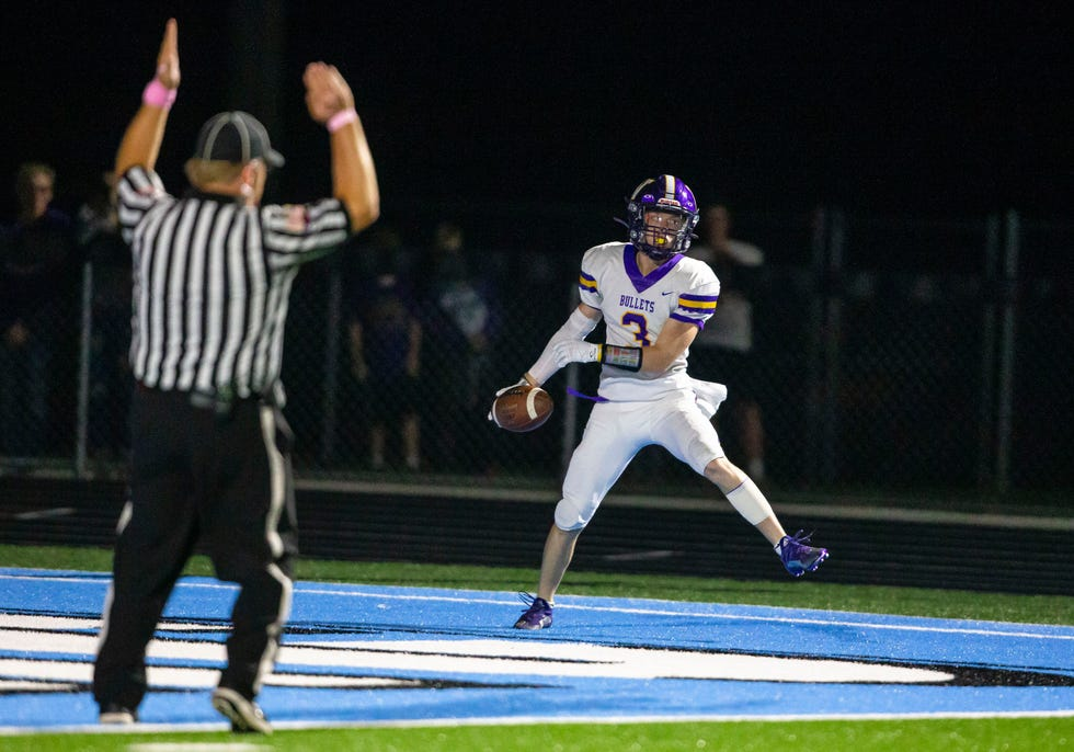 Williamsville's Will Kistner (3) goes in for the touchdown against North Mac in the first half at North Mac High School in Virden, Ill., Friday, October 1, 2021. [Justin L. Fowler/The State Journal-Register]