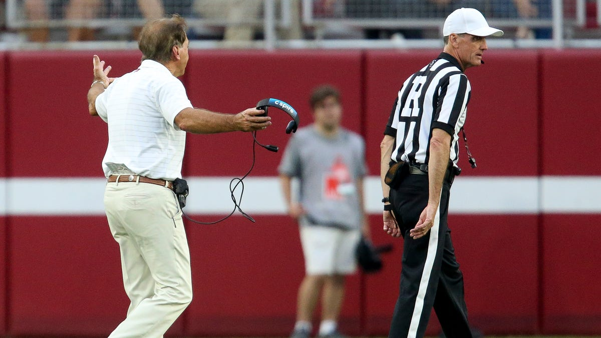 Who are the Alabama vs. Texas A&M Aggies football officials, referee, umpire and judges