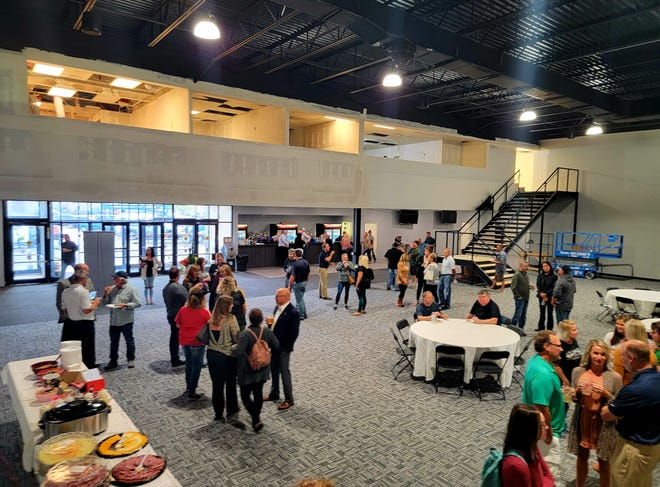 The Watertown Area Chamber of Commerce recently welcomed Studio 212, a new entertainment venue, to town.