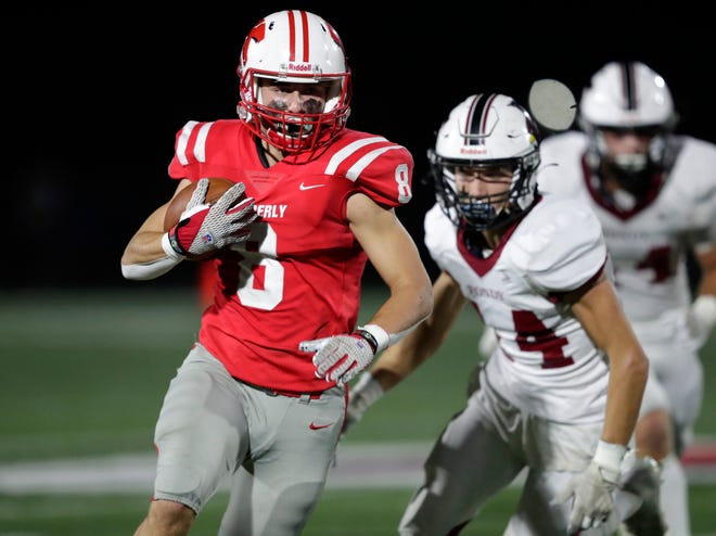 Kimberly's Colin Obermann (8) breaks away for a 53-yard touchdown run against Fond du Lac on Friday in Kimberly.