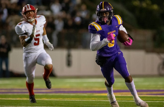 Nyziah Hunter (3) out runs a defender during the Salinas High School varsity football game against the San Benito High School Haybalers at the Pit in Salinas, Calif., on Thursday, Sept. 30, 2021.