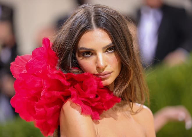 """In her new book, Emily Ratajkowski alleges Robin Thicke groped her on the set of the """"Blurred Lines"""" music video."""