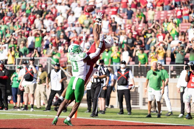 Stanford wide receiver Elijah Higgins catches the ball for a touchdown during the fourth quarter against Oregon cornerback DJ James.